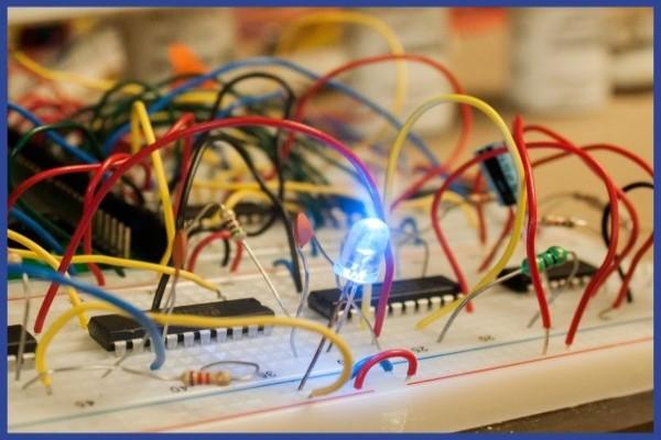 Şanlıurfa Yediiklim Bilim ve Teknik Koleji Elektrik Elektronik Teknolojisi alanında eğitim vermektedir.